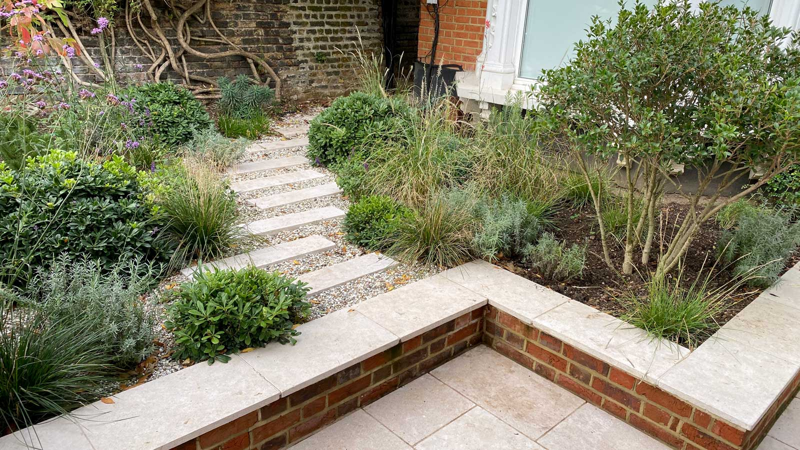 Front Garden in Crouch End, 7